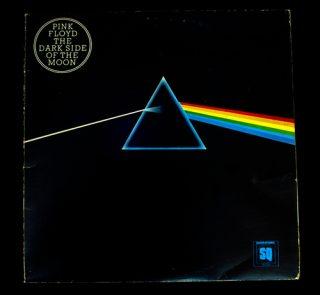 Trend, který je stále v módě. Charakteristická prisma, logo Pink Floyd.